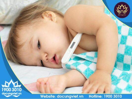 Lưu ý khi chăm sóc trẻ bị sốt cao